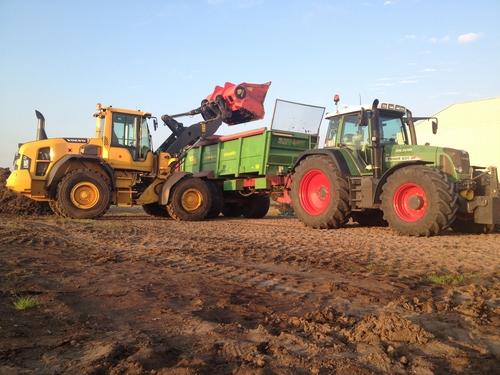 Tractor met Shovel Rene Salman loon & verhuurbedrijf