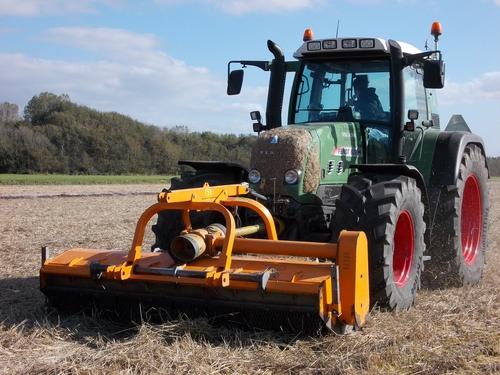 Rene Salman Loon & verhuurbedrijf Tractor Fendt 820